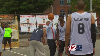 Mayor Elorza at the first day of Midnight Basketball